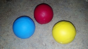 6_Blue_Red_Yellow_juggling balls_1