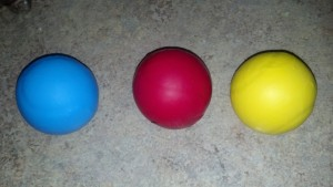 7_Blue_Red_Yellow_juggling balls_2